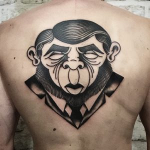 Blackwork Tattoo Vienna Wien Tattoostudio Oldschool traditional Tattoo monkey affe Anzug gesucht face tattoo