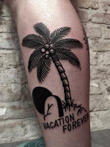 Blackwork Tattoo Vienna Wien Tattoostudio Oldschool traditional Tattoo Vacation forever palmetree Palme Island Insel Grave Grab Tod Urlaub Tattoo