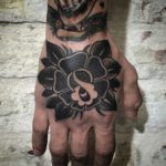 Blackwork Tattoo Vienna Wien Tattoostudio Oldschool traditional Tattoo Rose hand tattoo