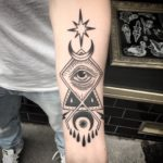 Blackwork Tattoo Vienna Wien Tattoostudio Oldschool traditional Tattoo eye Auge alchemy symbols zeichen stern Mond tattoo